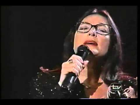 Nana Mouskouri  -   Histoire   d 'un   Amour    - Live  -.avi
