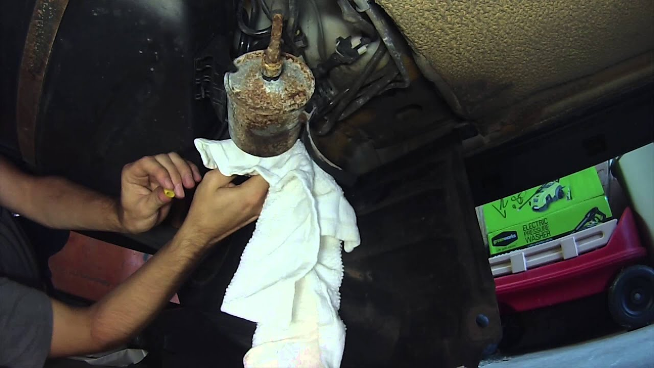 2003 volvo s40 fuel filter replacement