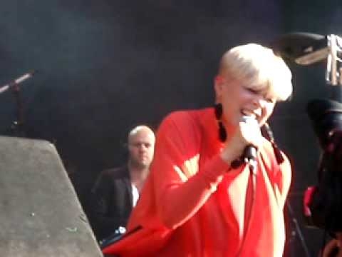 Robyn- Crash and burn girl- Way out west 2009