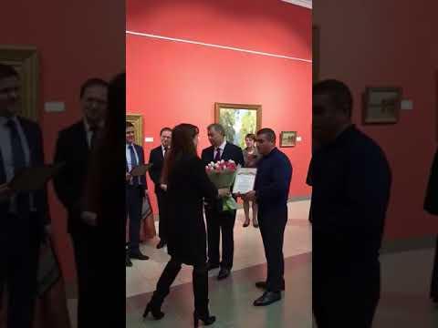 Министр культуры РФ награждает Эдгара Руслановича Арамяна