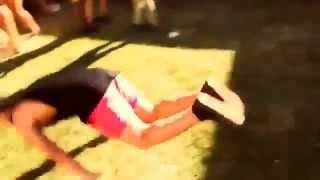 Пьяный Мужик Танцует Dubstep(Прикол.Dubstep.Танцы Музыка в видео Skrillex feat. Sirah -- Bangarang., 2013-06-10T03:14:27.000Z)