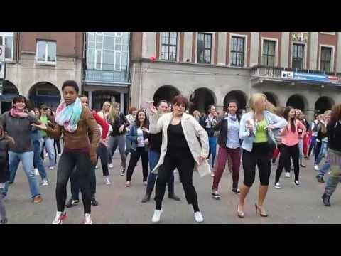 Zumba Flashmob in Neuss mit Fibi TG NEUSS 1.6.2013