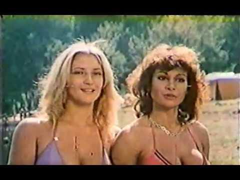 Carmen Russo e Cintia Lodetti in brevi slip thumbnail