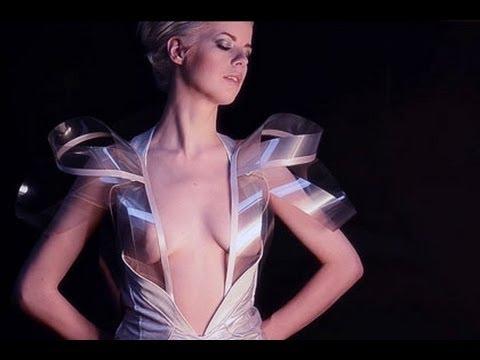 Dieses Kleid wird bei Erregung durchsichtig