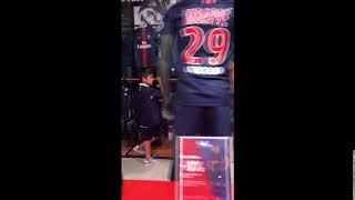 La femme de Buffon aperçu à la boutique du PSG