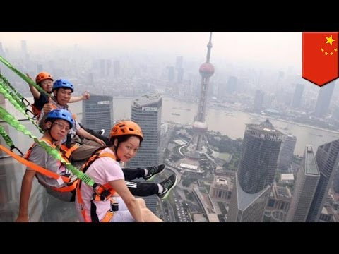 Glass skywalk 340m above ground: China unveils new Shanghai Jin-Mao tower walkway - TomoNews