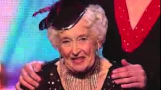 79 летняя бабуля шокировала всех на шоу талантов   Видео   TOPNews RUvia torchbrowser com