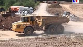 CAT 330 LN, 973C, Volvo A30D, Mercedes Dump Trucks / Auffüllung Tongrube Leutenbach, 14.07.2005.