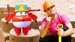 Новое видео для детей. Игрушки Супер крылья строят замок из песка!  Шоу Play Рой.