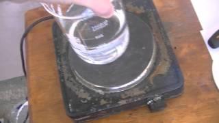 Получение концентрированной серной кислоты(АХТУНГ спичку опускайте только после того как она остынет а то засрете кислоту углем на своем видео я выпар..., 2013-04-20T12:07:46.000Z)