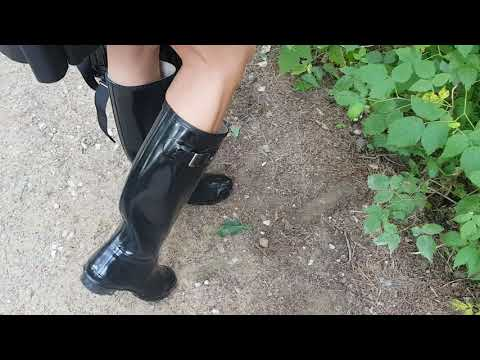 LadyIVE walks in HUNTER boots on a sunny day