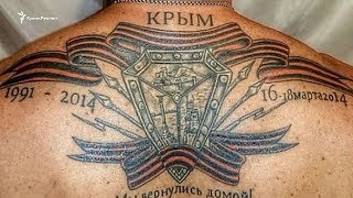 Медведи, гербы и матрешки. Что «набивают» крымчане?