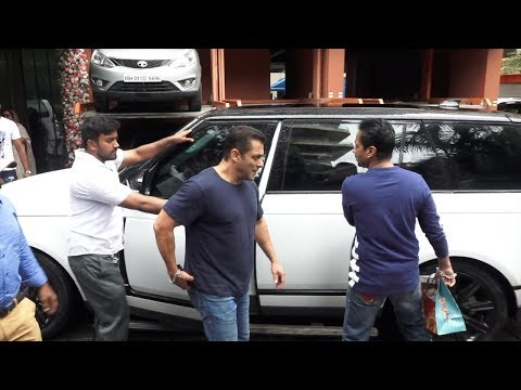 Salman Khan's Grand Entry In His Lavish Car At Arpita Khan's Ganpati Celebrations