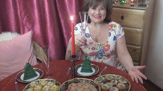 Три  закуски на Новогодний стол (сациви, фаршированные консервированные персики и острые помидоры)