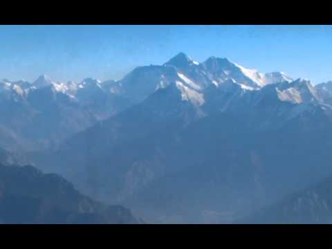 MOUNT EVEREST : THE HIGHEST PEAK OF THE WORLD !