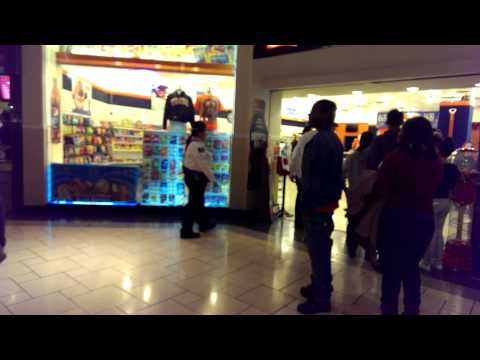 Girl fights Destiny USA Mall security
