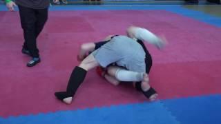 видео Драка на любительском турнире по ММА в Якутии (ВИДЕО)