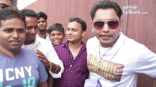 bajrangi bhaijaan public review   watch crazy fans reaction   salman khan kareena kapoor