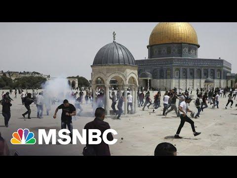 Israeli Police Move Against Rioters At Al-Aqsa Mosque | MSNBC