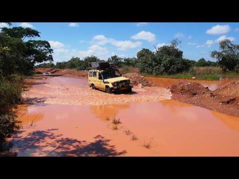 P4025870   Kanarie te water, onderweg naar Kafue NP
