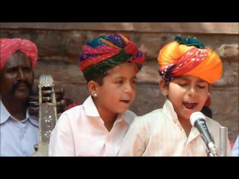Aage Aage Kotal Ghudlo | आगे आगे कोतल घुड़लो | Manganiyar Songs | Rajasthani Songs 2017 | Bindraja
