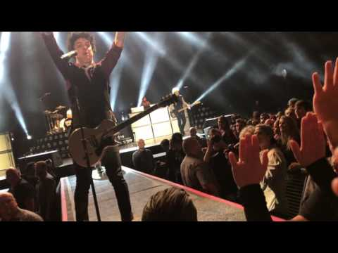 Green Day - Know Your Enemy Berlin 2017 stage diving