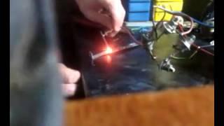Сварка угольным/графитным электродом(от пальчиковой батарейки)(200Вт трансформатор от советского УЗЧ. выход со вторички - 40В, ~7A . перед диодным мостом при КЗ ток зашкаливает..., 2014-09-22T18:36:08.000Z)