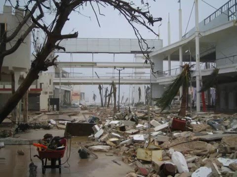 Hurricane Wilma on Cozumel - YouTube