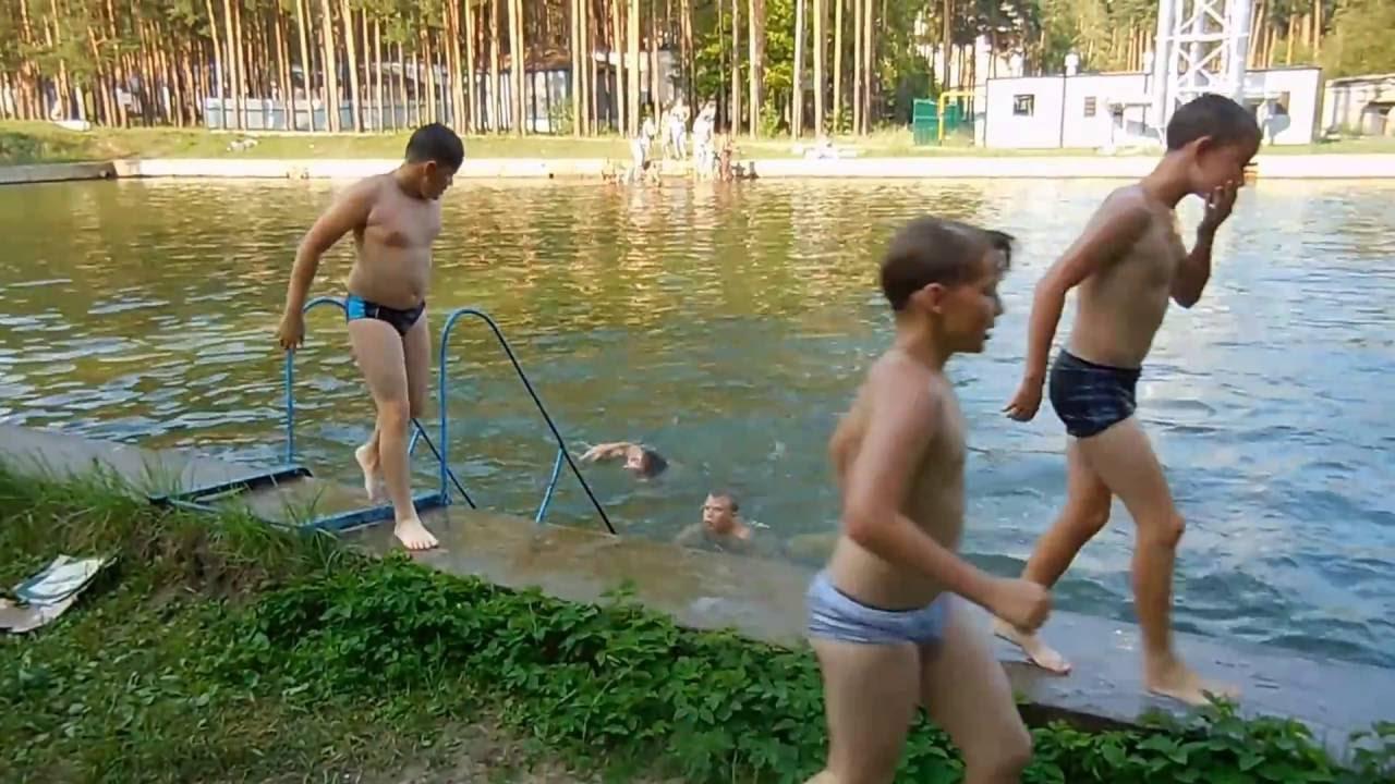 ЭКСТРИМАЛЬНЫЕ ПРЫЖКИ В ВОДУ.Русские парни на отдыхе.