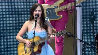 Kacey Musgraves - Follow Your Arrow (Live at Farm Aid 30)