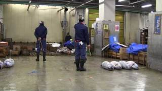 Tsukiji Worlds Biggest Wholesale Seafood Market (3) 2560