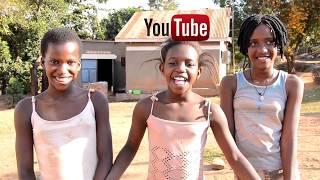 Танцы веселых африканских детей