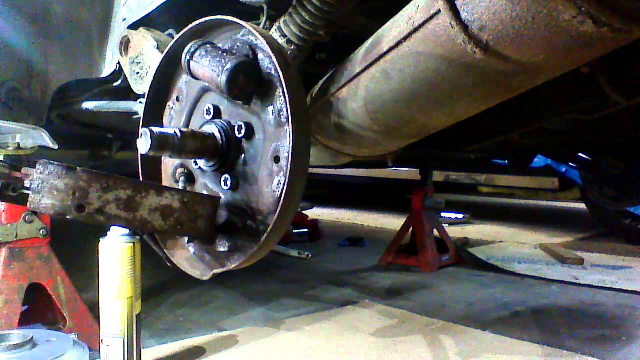 citoen saxo 1999 rear brake drum/shoes part 1 - YouTube