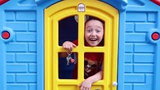 ÖYKÜ EVİN ANAHTARINI DÜŞÜRDÜ  Pretend play home door is keys fun kid video - Oyuncak Avı