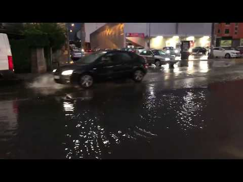 Una fuerte tormenta inunda calles de Sarria