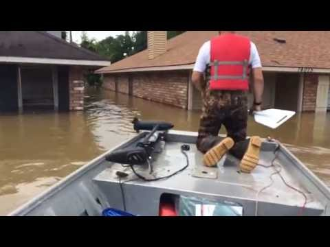 Men Rescue Pit Bull Puppy from Flood