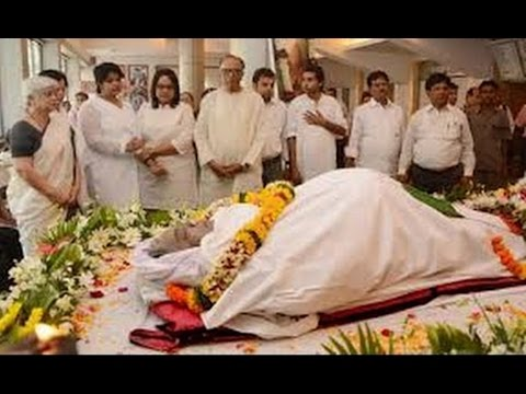 Om Puri Passes Away | Bollywood Celebs at Late Om Puri's house