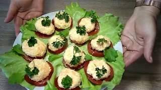 Салат-закуска из колбасного сыра с чесноком.