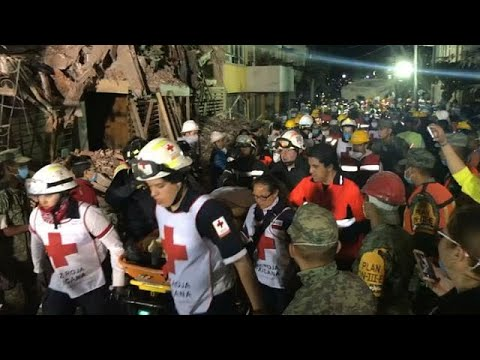 Mexico earthquake: Volunteers break into moving song