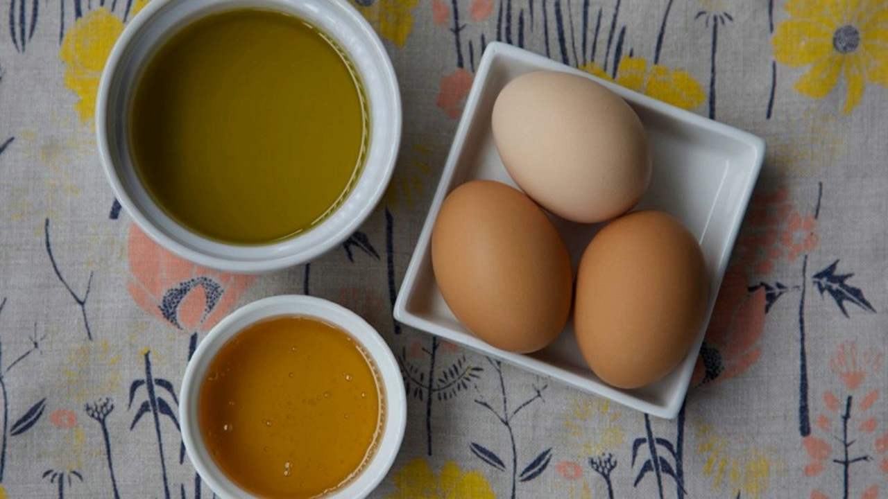 Natural Home Remedies For Hair Growth Egg Honey And Olive Oil Mix