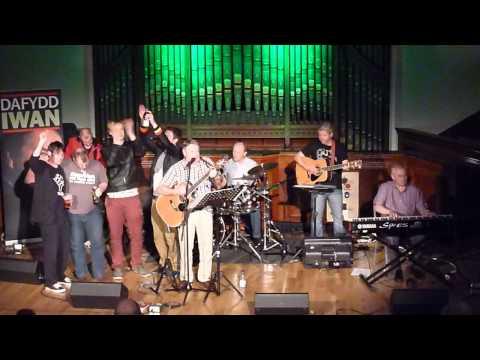 P1110597 I'r Gad - Dafydd Iwan a'r Band (a Jamie Bevan a'r Gweddillion!)