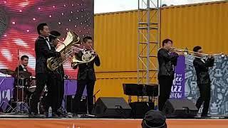 Download 퍼니 밴드의 신바람 나는공연★여행을 떠나요★ 금관악기 솔로 트럼펫,피콜로 트럼펫,호른,튜바,트롬본,퍼커션으로 구성된 춤추는 악단📯🎺🎷 Mp3