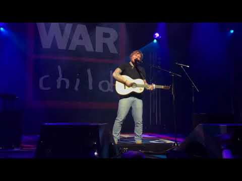 Ed Sheeran - Dive (Live for Warchild @...
