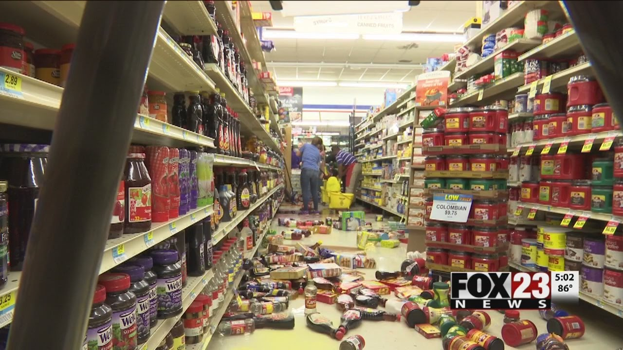 Convenience store cleans up mess from first earthquake, only have to do it all over again