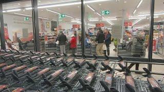 Панические настроения из-за коронавируса в Европе: в Германии пустеют полки магазинов и аптек.