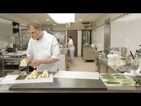 recette-de-la-bûche-cheesecake-exotique-réalisée-par-stephane-glacier-(mof)---condifa