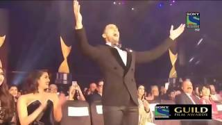 Akshay kumar and ranveer singh's masti in award ceremony