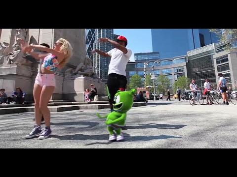 Silly Gummibär Dances To Boom Boom Jellyfish DJ Jellyfish