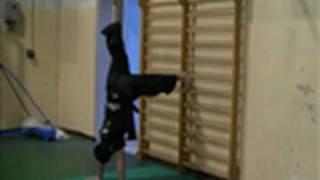 ACROBATICA - Come fare la verticale sulle mani Tutorial 1/2 (Sub ENG)