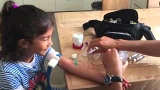 דגימת דם לילדה
